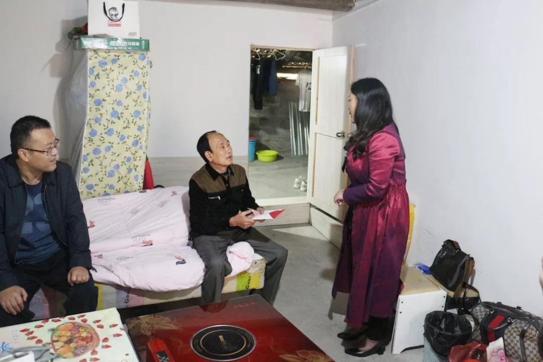 黔西南州农业农村局领导走访慰问困难家庭,富康集团陪同慰问