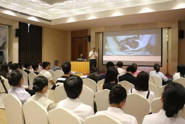 知名媒体人王显华老师莅临fun88实业集团举办新闻知识讲座.jpg