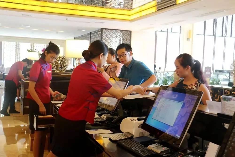富康国际酒店贴身小管家服务周到 引宾客赞扬.jpg