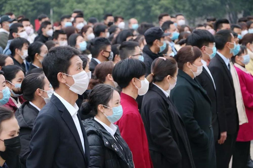 坚持党建引领,用心服务社会 bet9九州网页登录400名志愿者响应号召,奔赴疫情防控一线